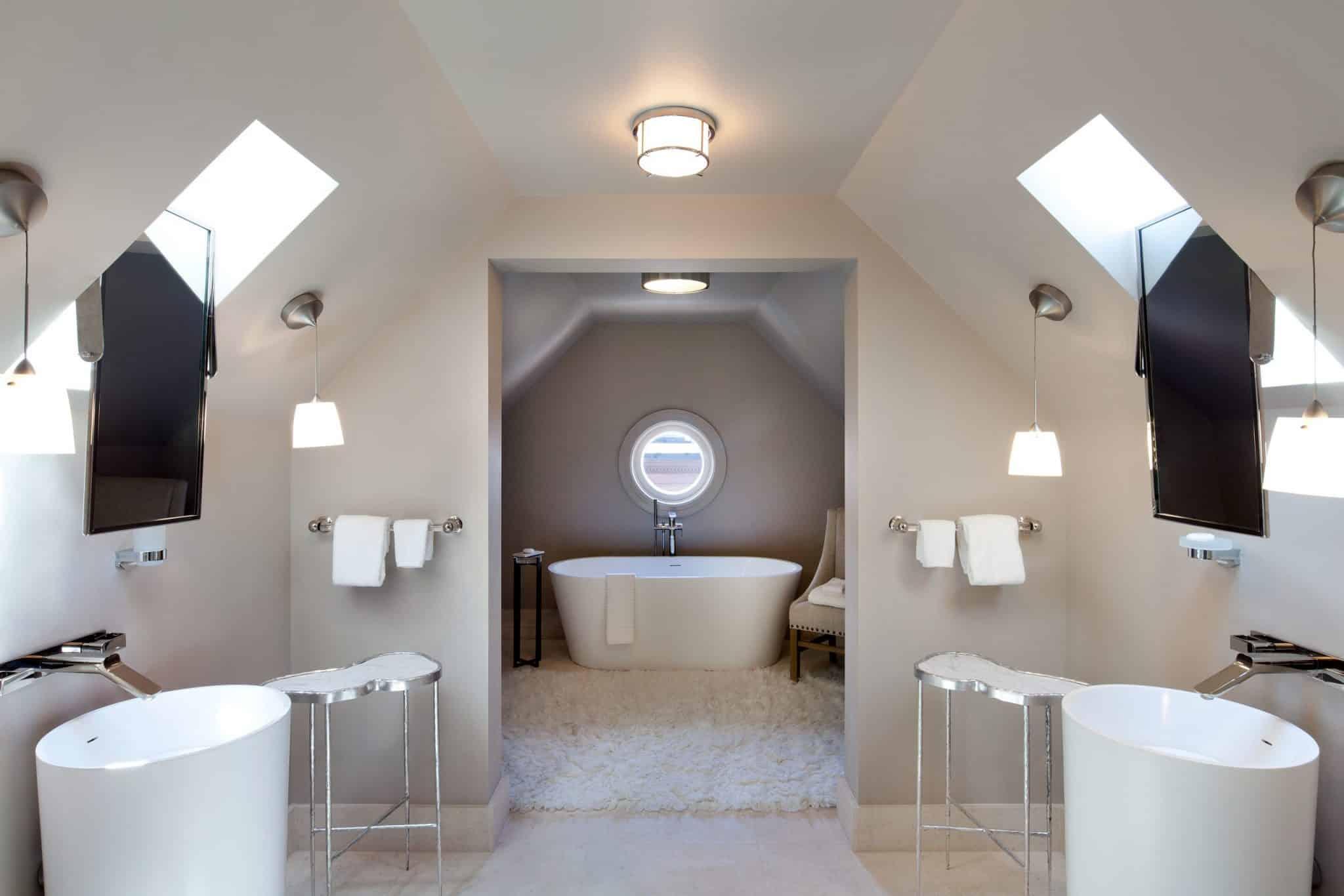 Suite 17 bathroom