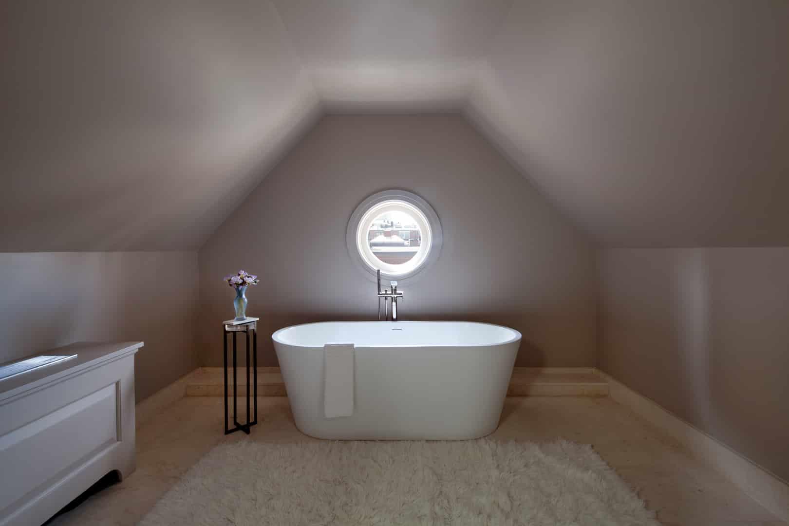 Suite 17 bathtub